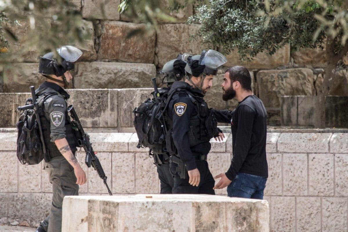 Israel está cometendo crimes de guerra contra fiéis na mesquita de Al Aqsa, diz Hamas