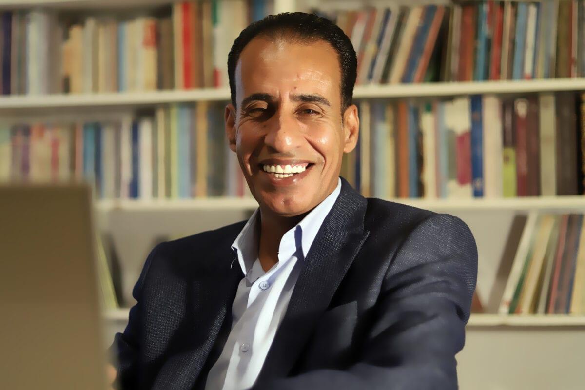 """O premiado romance """"Cadernos do livreiro"""" é inspirado no sofrimento do cidadão árabe"""